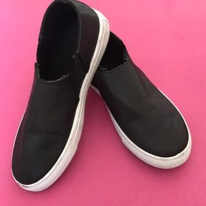 Shoes - Cute black slip ons